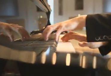 """Debussy """"pour les huit doigts"""""""